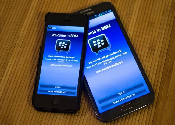 Lembra do BBM? Ele está chegando pra iOS e Android e pode ser o último suspiro de vida da BlackBerry