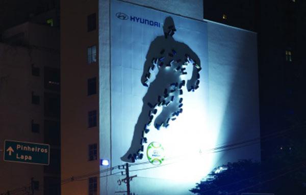 Em anúncio inovador, Hyundai reproduz jogador a partir de sombras de carros