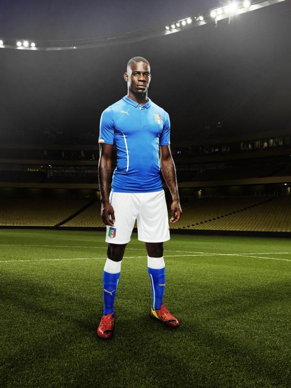 italy-home-shirt-balotelli-side-600x798