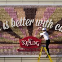 mr-kipling-cake-painel-outdoor-bolos-blog-geek-publicitario-destaque
