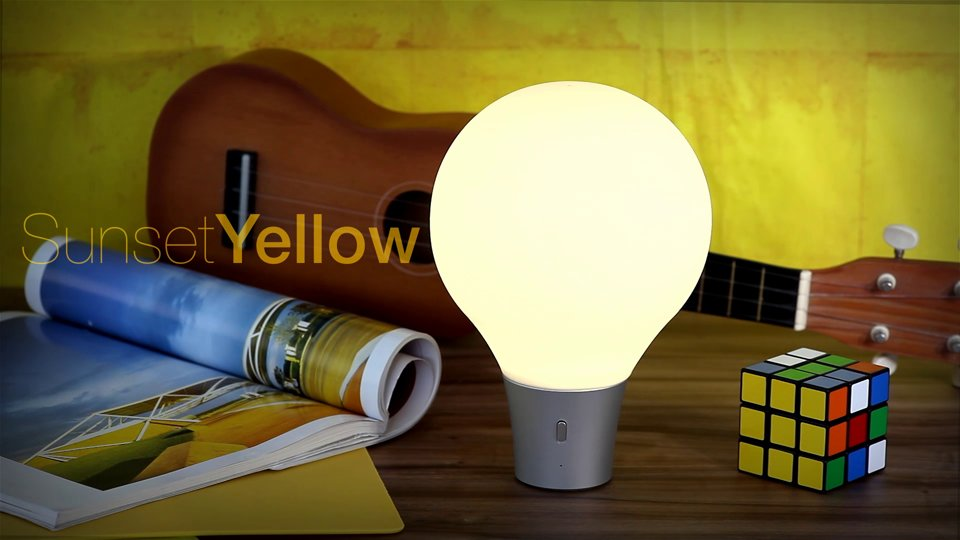 ColorUp: Esta lâmpada gigante escaneia e reproduz qualquer cor com um simples 'squeeze'