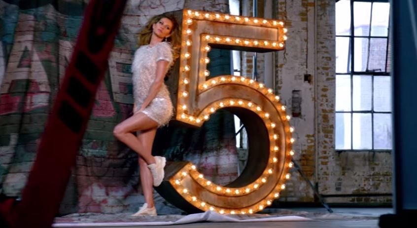 Gisele Bündchen estrela curta publicitário para Chanel Nº5 com direção de Baz Luhrmann
