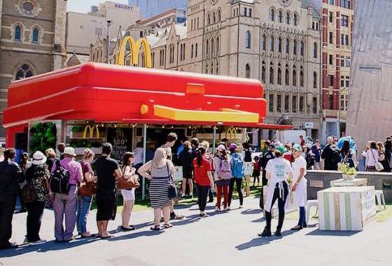 McDonald's cria Popup Store em formato de lancheira gigante para divulgar novo menu na Austrália