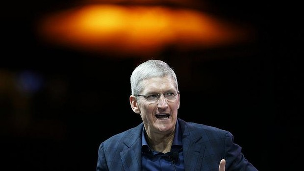 tim-cook-reuters-foto-russia-gay-memorial-steve-jobs