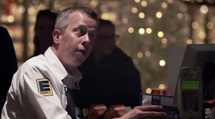 Supermercado cria versão de Jingle Bells com bipes dos caixas em ação da EDEKA