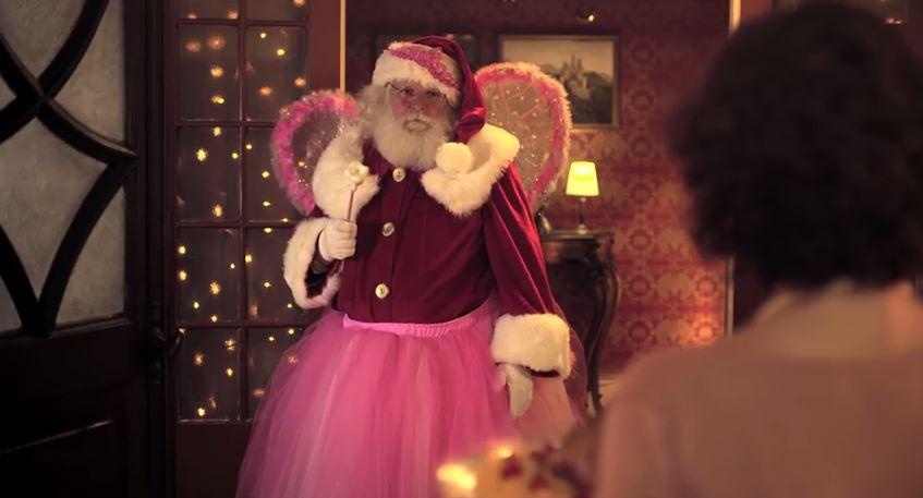"""Família foge de """"frangão"""" em comercial de Natal do Chester Perdigão"""