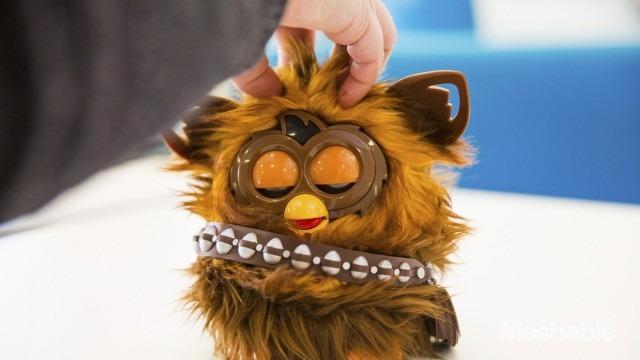 furbacca-furby-chewbacca-brasil-carinho-cabeca-blog-geek-publicitario