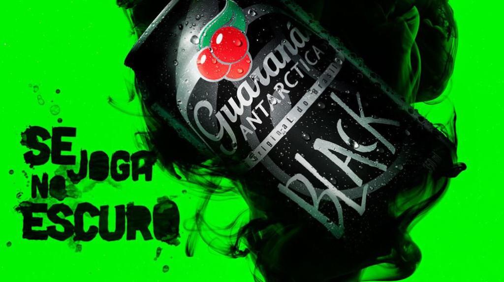 guarana-antarctica-black-se-joga-no-escuro-acai-proteste-blog-geek-publicitario