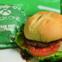 Xbox One Burger: Microsoft e rede de Fast-Food lançam hambúrguer inspirado no console
