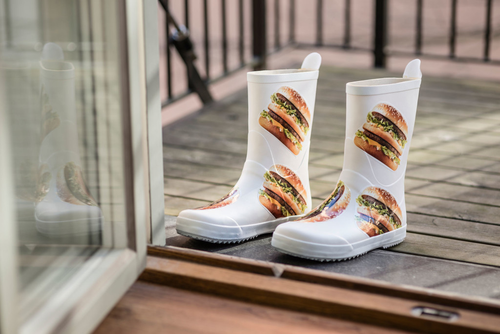 botas-roupas-estampa-big-mac-mc-donalds-bloge-geek-publicitario