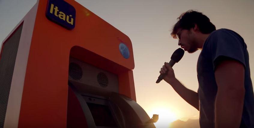 caixa-itau-vira-karaoke-rock-in-rio-blog-geek-publicitario