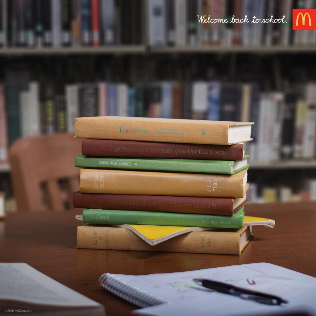 mcdonalds-bem-vindo-de-volta-a-escola-pilha-de-livros-big-mac