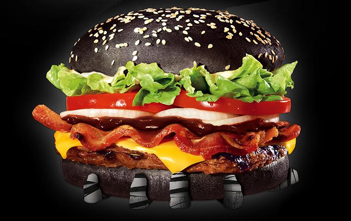 Whopper Halloween: Burger King lança sanduíche com pão preto para o Dia das Bruxas