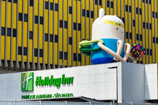 SAO PAULO, SP, BRASIL, 2015-10-17: Finn do Cartoon Network em acao de marketing no Hotel Holiday Inn na Marginal Tiete em comemoracao dos 80 anos do Mauricio de Sousa. (Foto: Henrique Manreza)