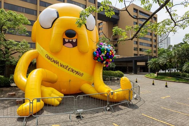 SAO PAULO, SP, BRASIL, 2015-10-17: Jake do Cartoon Network em acao de marketing no Hotel Transamerica em comemoracao dos 80 anos do Mauricio de Sousa. (Foto: Henrique Manreza)