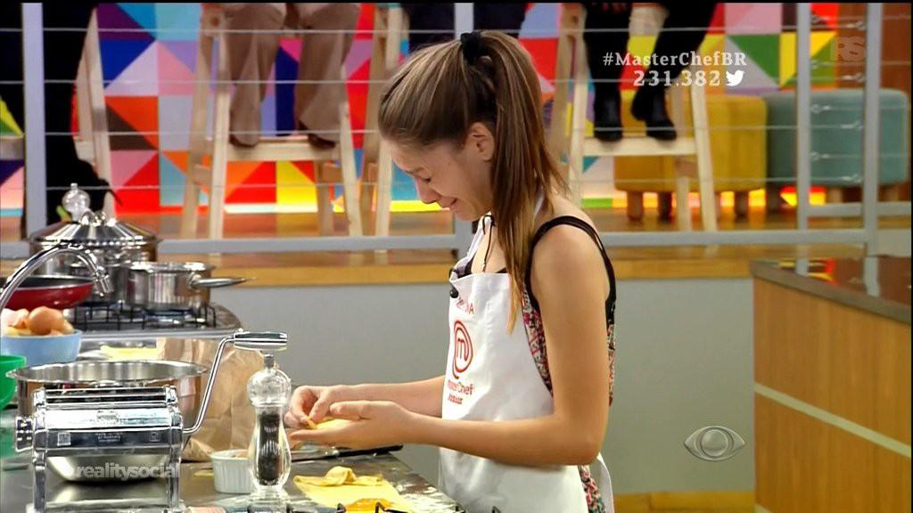 participante-valentina-chorou-durante-prova-masterchef-brasil-junior-blog-geek-publicitario