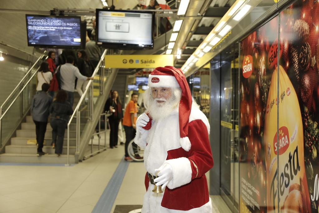 seara-leva-papai-noel-personaliza-trens-metro-sp-1-blog-geek-publicitario