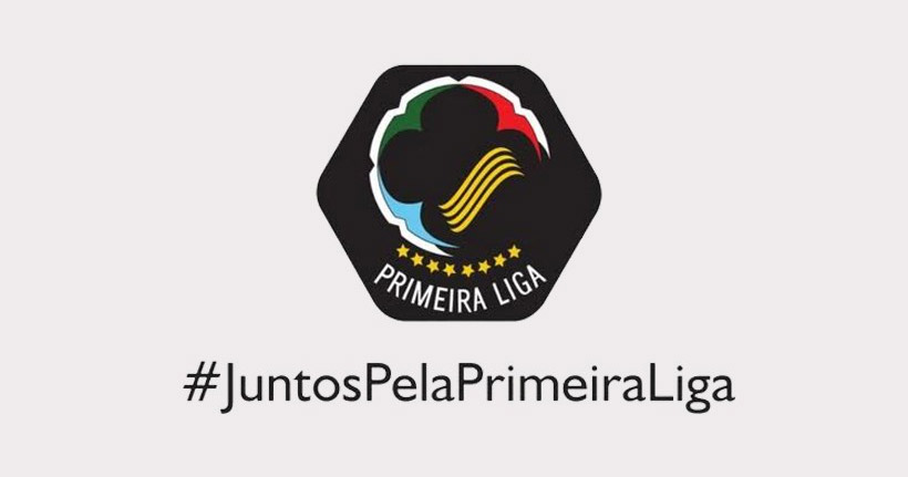 Pelo Twitter, torcedores gravarão o nome em troféu da Copa da Primeira Liga