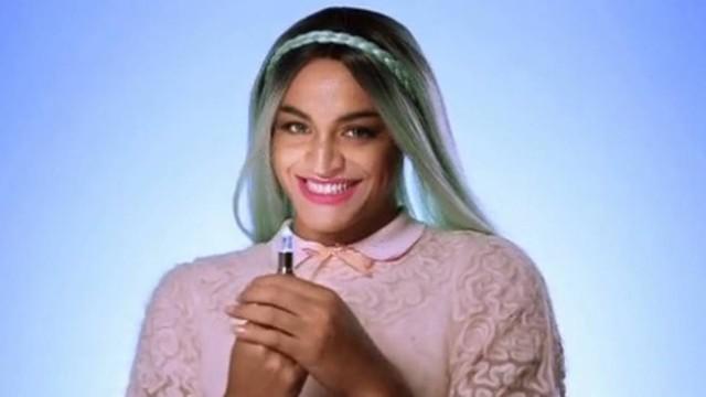 Drag Queen Pabllo Vittar estrela nova campanha da Avon