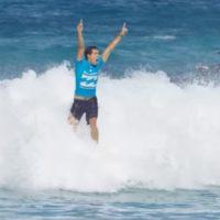Mineirinho conta sua história em anúncio da Jeep para o Mundial de Surfe