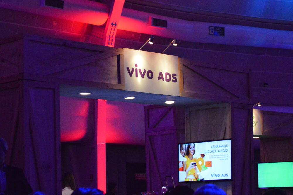 vivo-ads-stand-publicidade-em-troca-de-dado-franquia-blog-gkpb