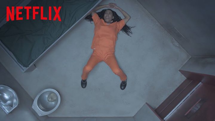 Inês Brasil em presídio de Orange is the New Black para promover 4ª temporada