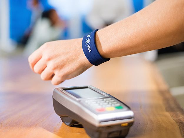 Bradesco e Visa desenvolvem pulseira que dispensa o uso do cartão