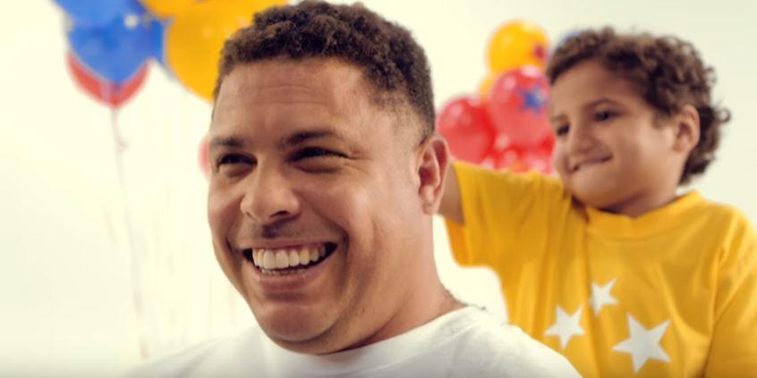 video-mcdonalds-ronaldo-fenomeno-raspa-cabeca-blog-gkpb
