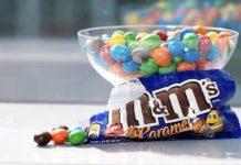 O M&M's de caramelo será o primeiro lançamento de sabor fixo da marca. Até então, a marca apenas havia lançado sabores como edição limitada.