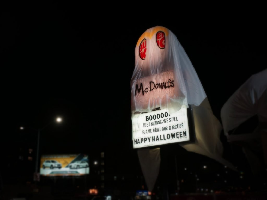 burger-king-vestido-mcdonalds-acao-halloween-2