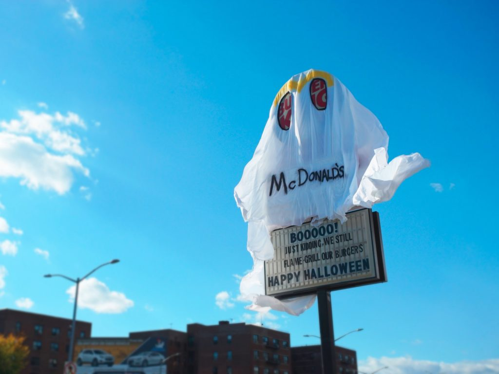 burger-king-vestido-mcdonalds-acao-halloween-4