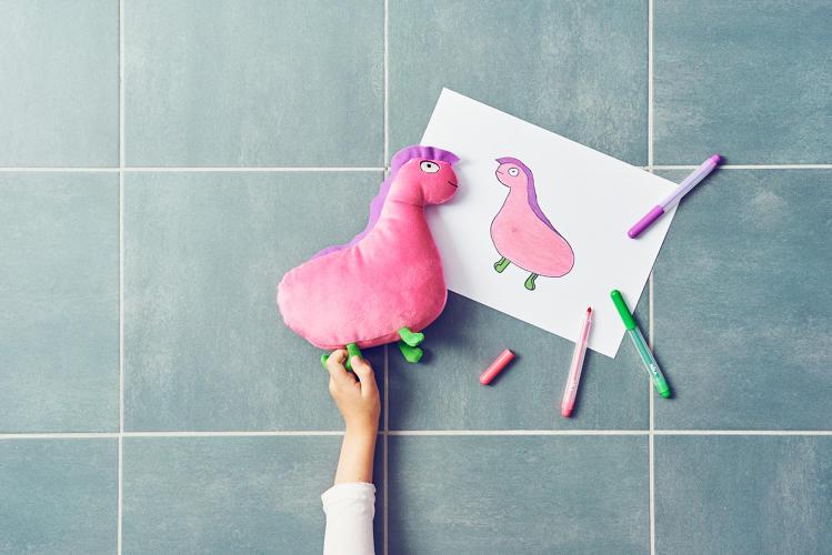 ikea-desenhos-pelucias-criancas-bicho-rosa