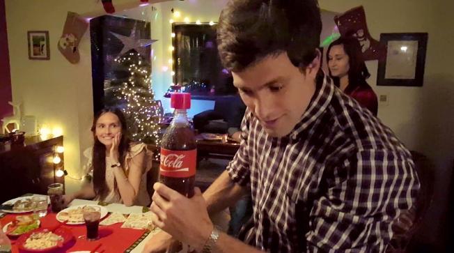 Garrafa da Coca-Cola permite gravar mensagem de voz em ação para o Natal