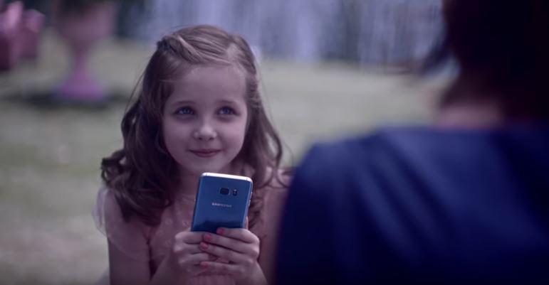 Azul também é coisa de menina em novo comercial do Samsung Galaxy S7