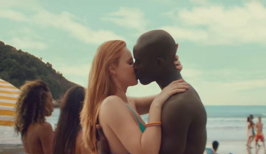 A atual campanha da Skol tem o nome Redondo é sair do seu quadrado e é favor da diversidade social. Em seu novo filme a marca focou em questões étnicas