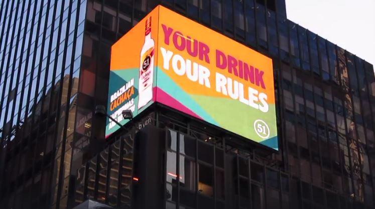 Cachaça 51 faz campanha em outdoor na Times Square
