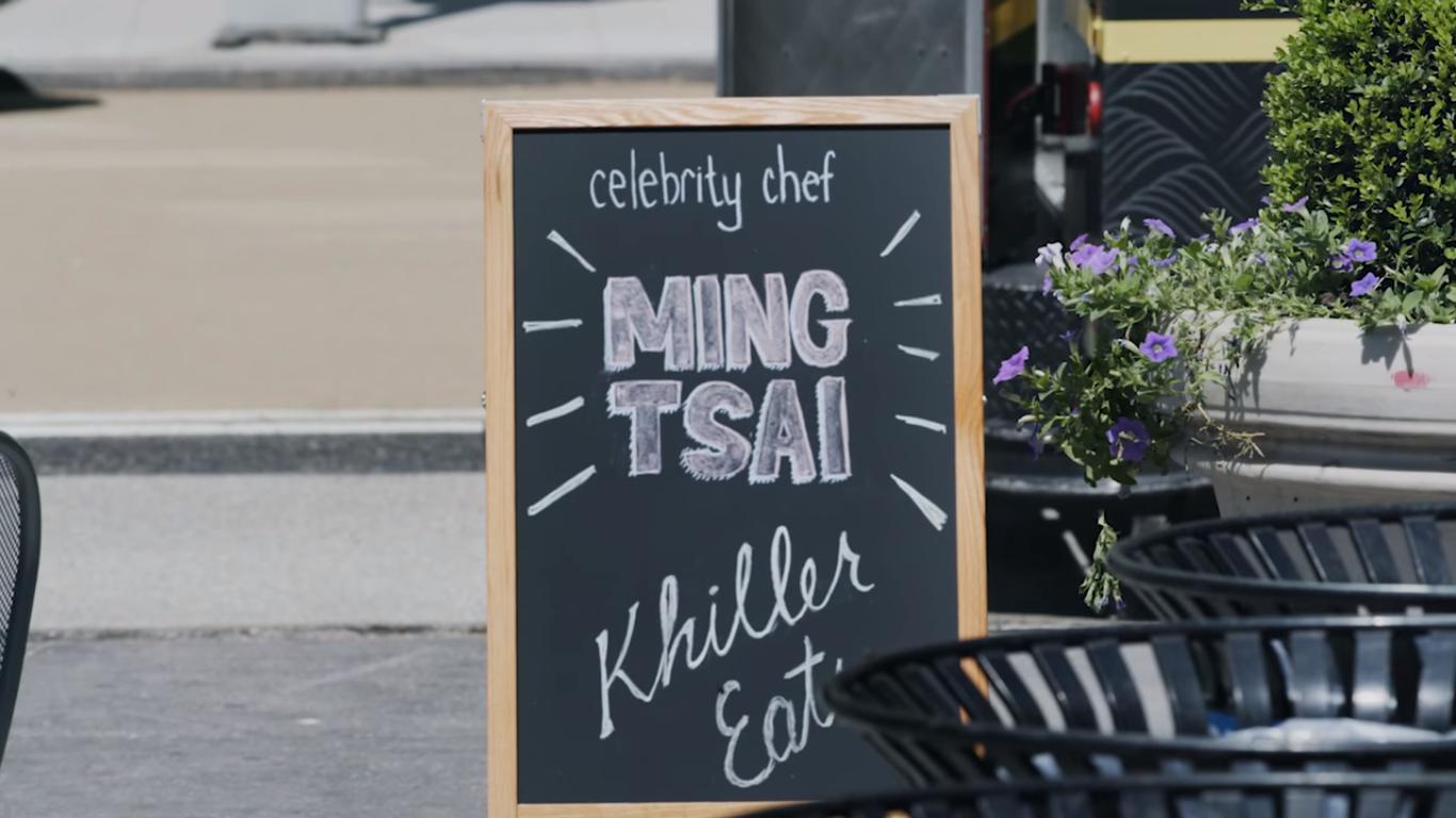 """Para conscientizar pessoas sobre alergias, a associação End Allergies Togethere aBBDO NY criam o """"Khil Mi"""", um Food truck que vende comida envenenada."""