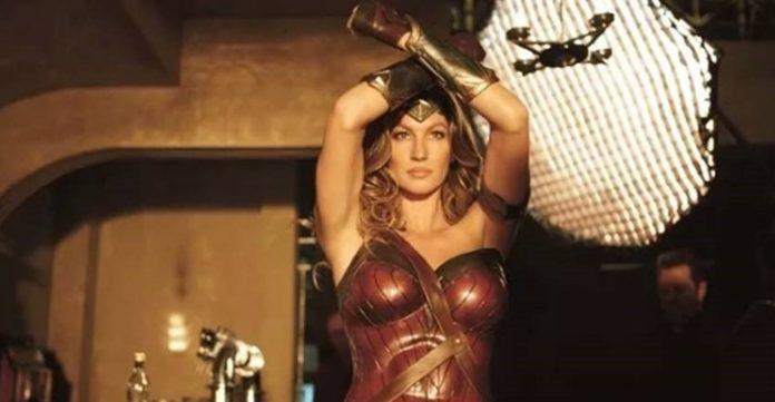 Gisele Bündchen é a Mulher Maravilha em novo filme da SKY. A TV paga passa por dificuldades e as emissoras usam tudo que tem para não perder assinaturas.