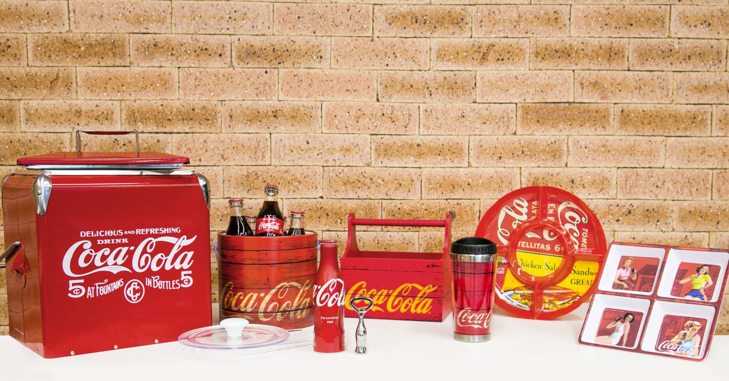 coca cola lan a linha para casa com tem tica de natal geek publicit rio. Black Bedroom Furniture Sets. Home Design Ideas
