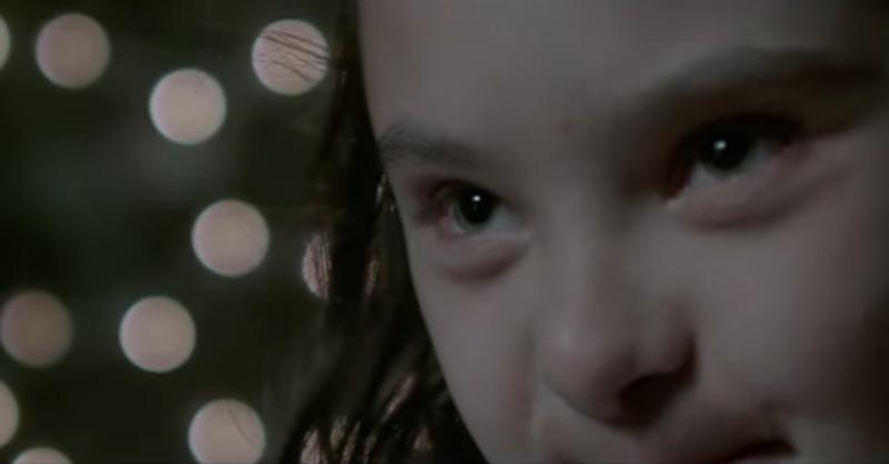 Sadia emociona com história de menina com síndrome de down para o Natal