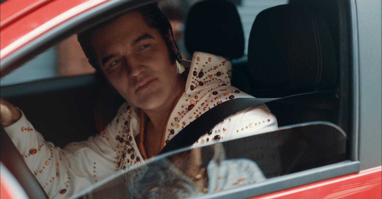 Imagem do vídeo de divulgação da nova Fiat Strada que revive o cantor Elvis Presley