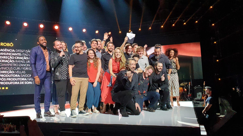 Imagem mostra vencedores do Prêmio Profissionais do Ano 2019