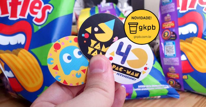 imagem com três tazos da elma chips com estampas que celebram os 40 anos do Pac-Man