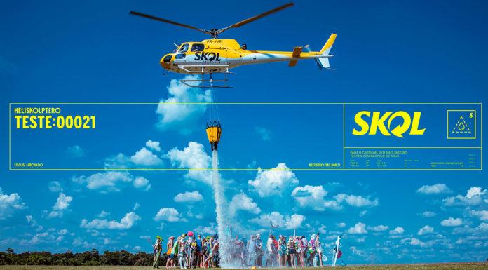 Helicóptero da Skol jogando água nos manequins aglomerados.