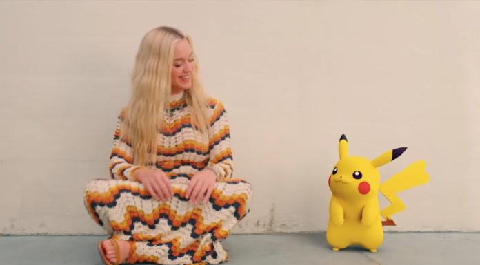 Print do clipe de Pokémon, com Katy Perry e Pikachu