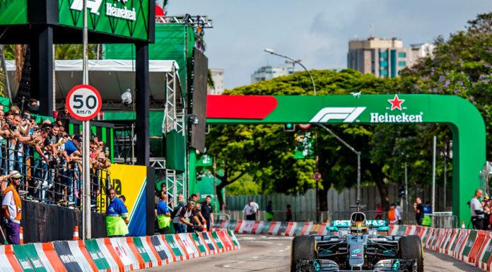 Foto de divulgação da Heineken como patrocinadora durante uma corrida de Fórmula 1 transmitida pela Bandeirantes.