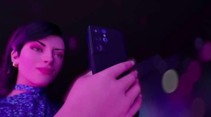 Lu, do Magalu, usando celular Samsung