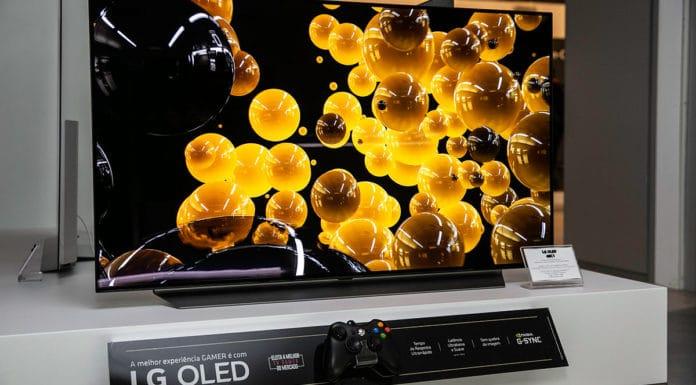 Foto de divulgação para os lançamentos das TVs lg OLED e QNED. A foto apresenta uma OLED C1.