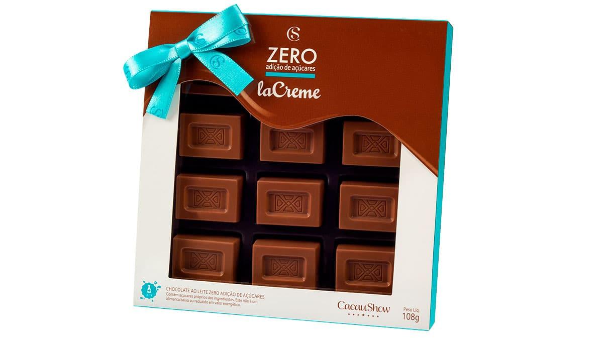 A foto apresenta a embalagem da Caixa laCreme Zero Adição de Açúcar da Cacau Show.