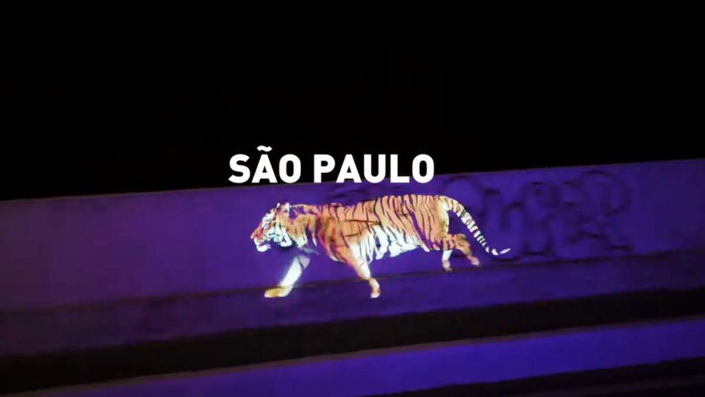 Tigre da Tiger projetado pelas ruas